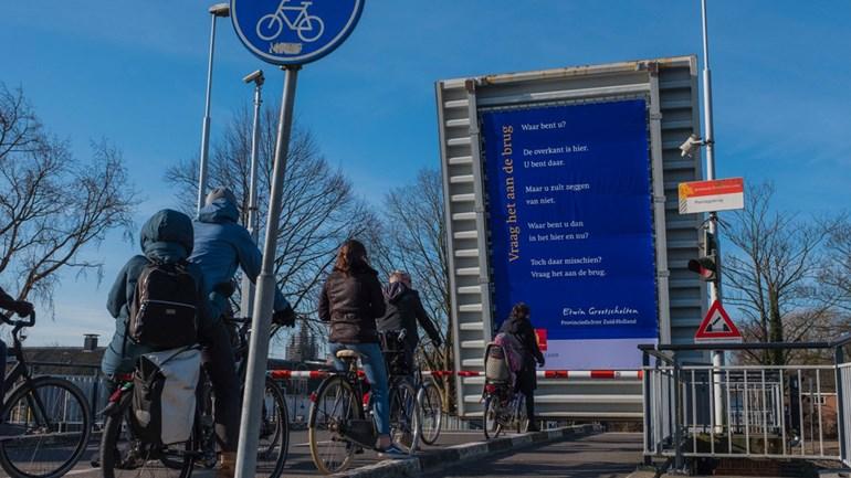 Gedicht op de Plantagebrug, Delft (foto: provincie Zuid-Holland)